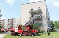 Ugnis niokojo butą Anykščių gatvėje
