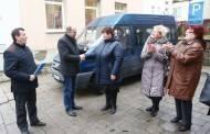 Neįgaliųjų draugijai perdavė autobusėlį