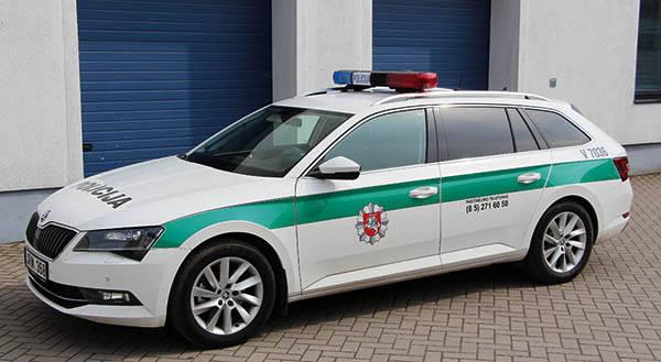 Policininkai patruliuoja nauju automobiliu