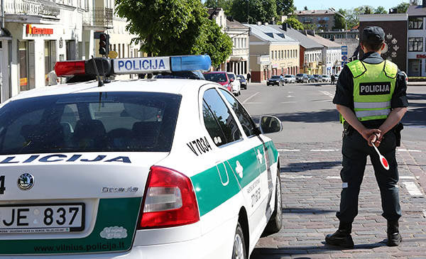 Neblaivūs kariai nepakluso policijai