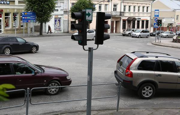 Šviesoforas turėtų veikti ilgiau