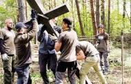"""""""Misija Sibiras 2017"""" dalyviai tvarkė apleistas kapines, bendravo su lietuviais"""