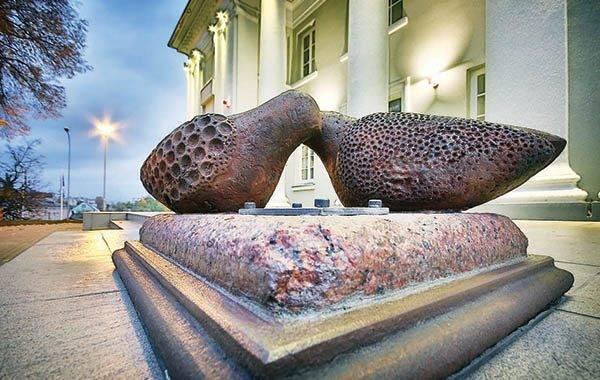 Miestas puošiasi meno kūriniais