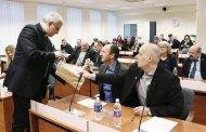 Tarybos nariai dovanojo knygas, gavo kalėdaičių ir priėmė paskutinius sprendimus
