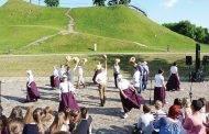 """Ukmergiškiai šoks, dainuos ir vaidins jubiliejinėje dainų šventėje """"Vardan tos..."""""""