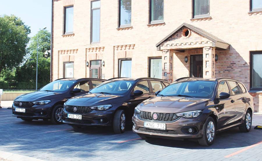 Įsigijo net 9 naujus automobilius