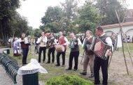 Ukmergiškiai įsiliejo į Dainų šventę