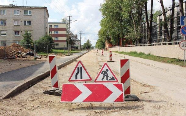 Deltuvos gatvėje atstatomos tik pažeistos dangų vietos