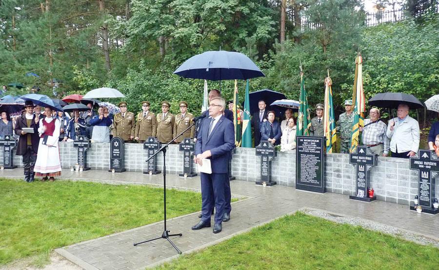 Partizanų parke atidarytas simbolinis sušaudytų ministrų kabinetas