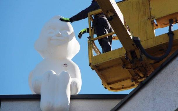 Ant Policijos komisariato stogo nutūpė angelas