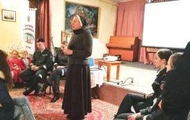 Aplankė vienuolė ir būsimieji policininkai