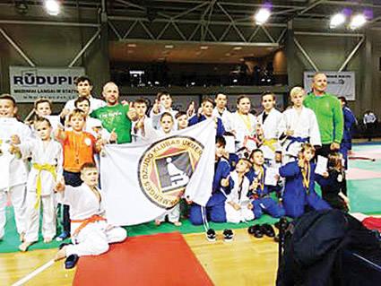 18 sportininkų pasipuošė medaliais