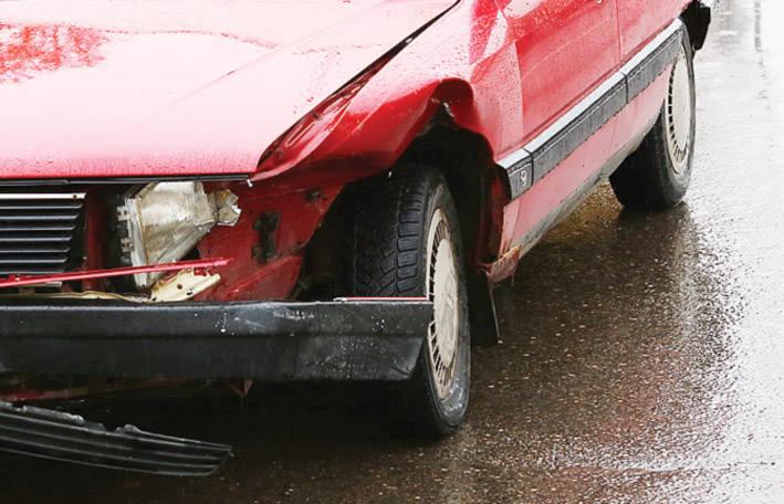 Mitas, kad pagrindinė eismo įvykių priežastis – įgūdžių stoka