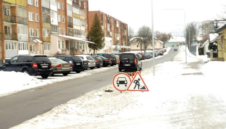 Eismą Klaipėdos gatve draudžiantys kelio ženklai išliks